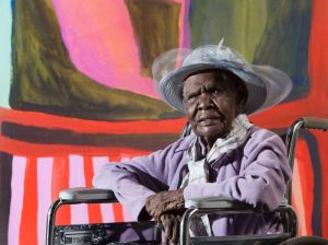 Jukuja Dolly Snell in front of her winning painting, Kurtal (Supplied)